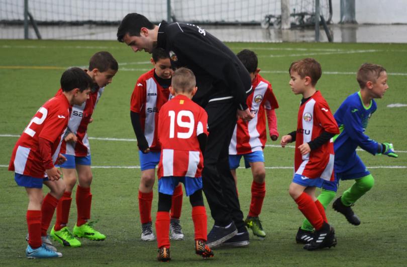 hoeveel verdient een jeugdtrainer in het betaalde voetbal header